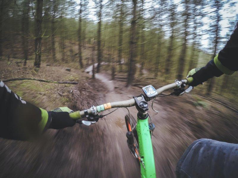 Downhill-Fun beim Enduro Fahren