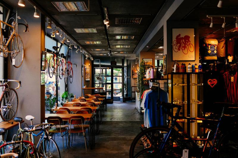 Fahrrad Coffeeshop mit verschiedensten Fahrrädern