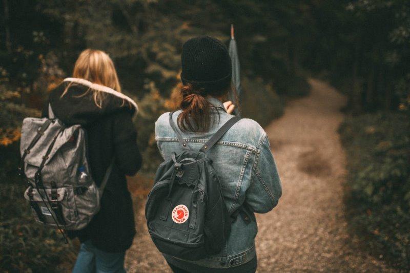 Unternehmungen mit dem Handgepäck-Rucksack