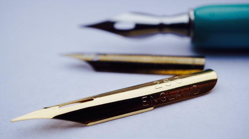 Kalligrafie Federn und Federhalter