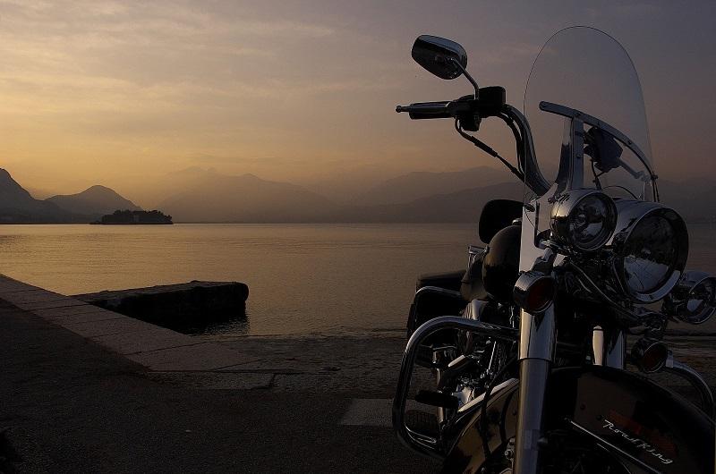 Motorrad am Wasser