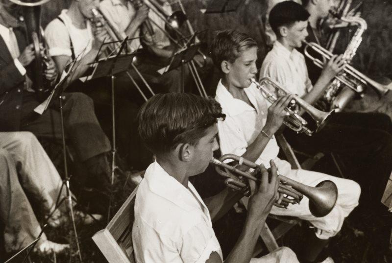 Der Unterricht einer Musikschule in einem Blas Ensemble