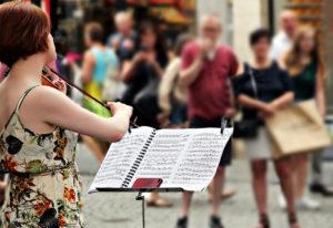 notenständer-straßenmusik