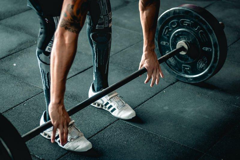 Powerlifting Schuhe beim Kreuzheben