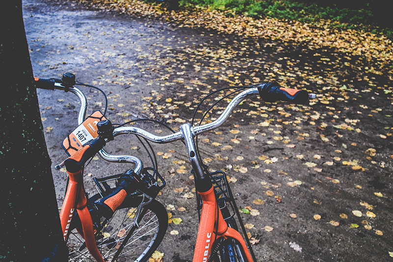 Fahrräder im Regen