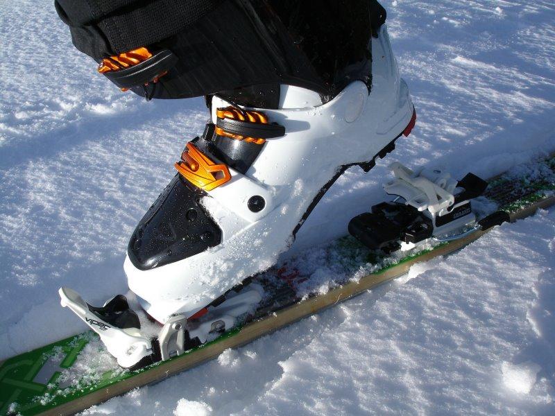 Der Skischuh in der Bindung