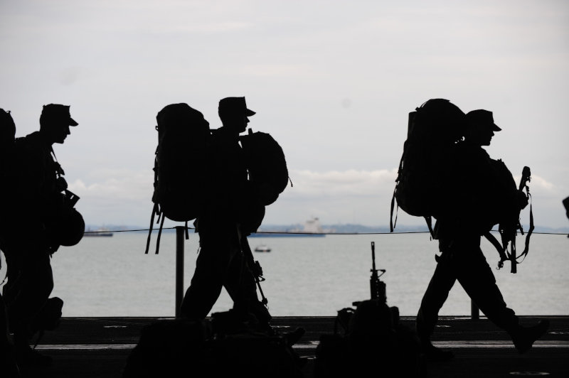 Soldaten marschieren gemeinsam