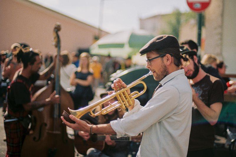 Straßenmusik mit Trompete