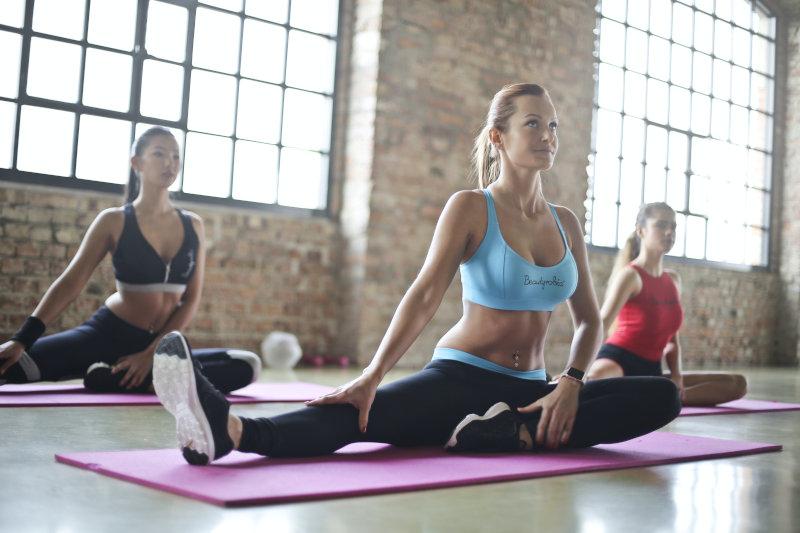 Yoga im Fitnesskurs