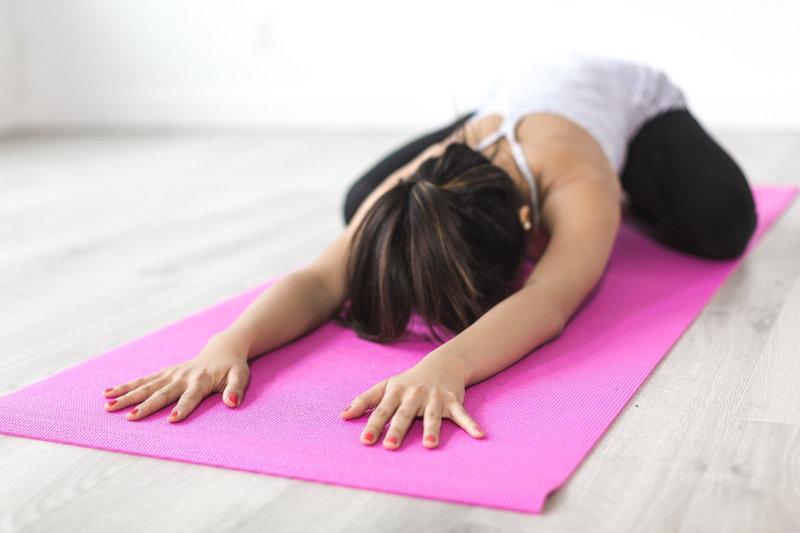 Yoga Pose auf Yoga-Matte