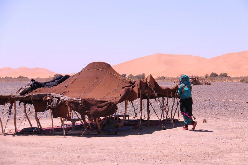 Das Zelt in der Wüste richtig aufbauen