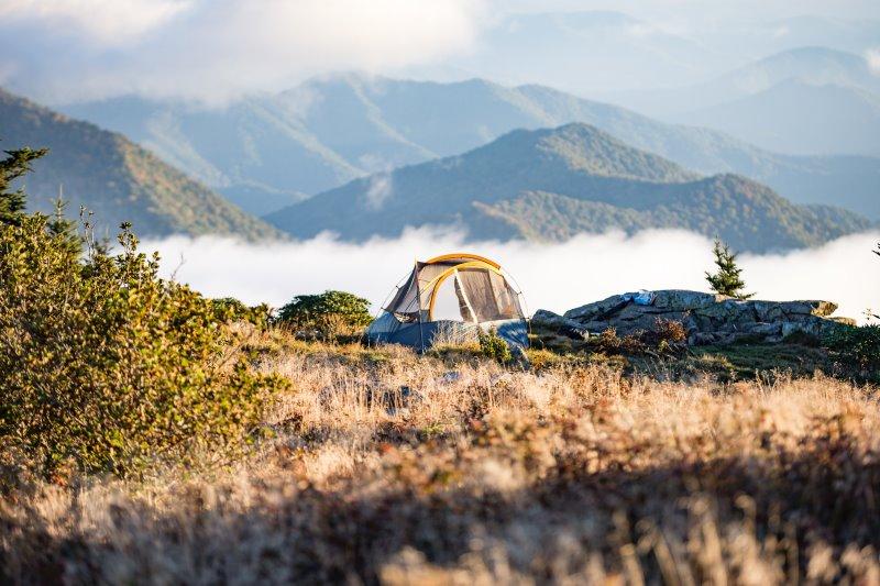 Zelt in den Bergen - Zubehör für Sommerschlafsäcke