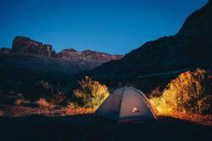 Zelt mit einer schönen Landschaft
