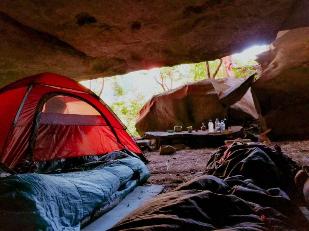Campingplatz in einer Höhle