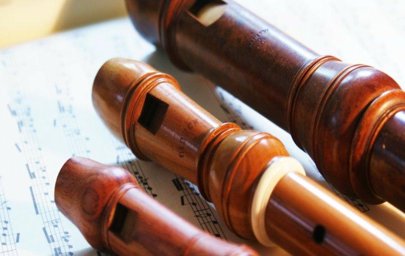 verschiedene Blockflöten aus Holz