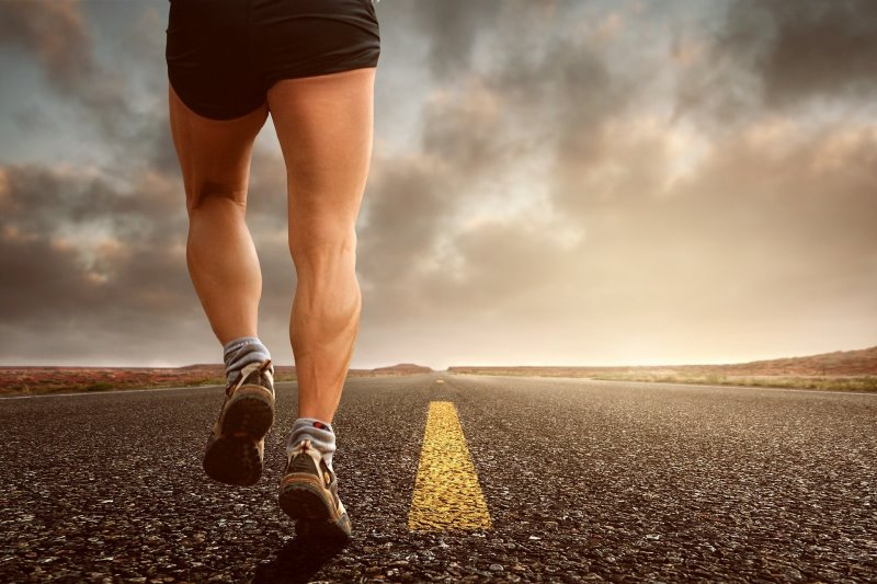 Läufer auf einer Straße
