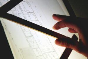 Planungsarbeiten am Leuchttisch