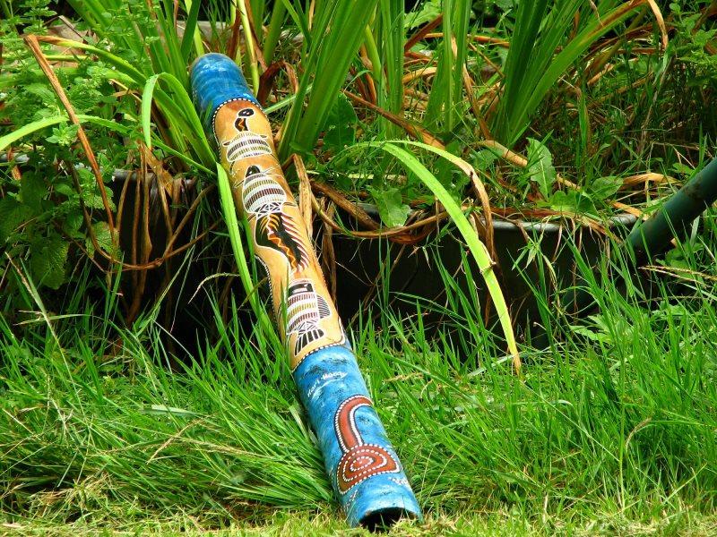Veranschaulichung einer Handbemalung eines Didgeridoos