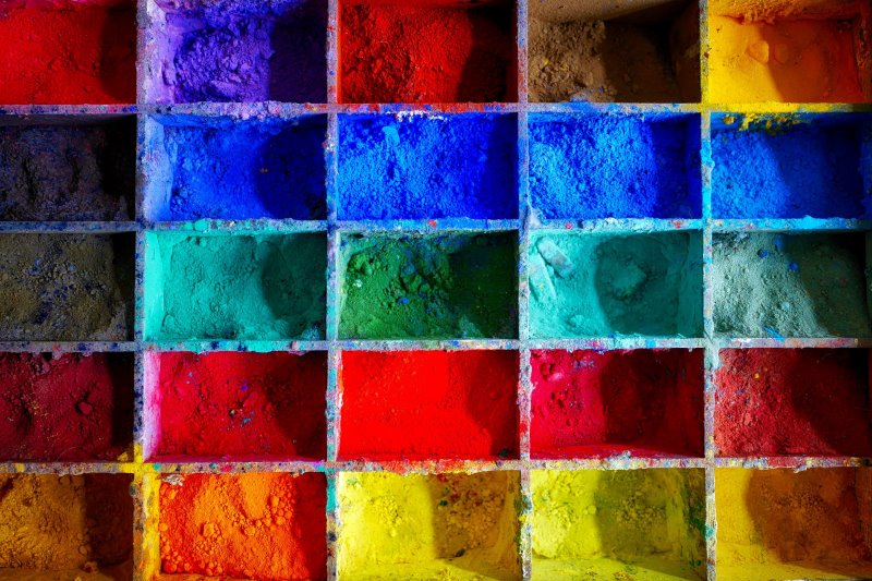 Gouache-Farbpigmente in unterschiedlichen Tönen