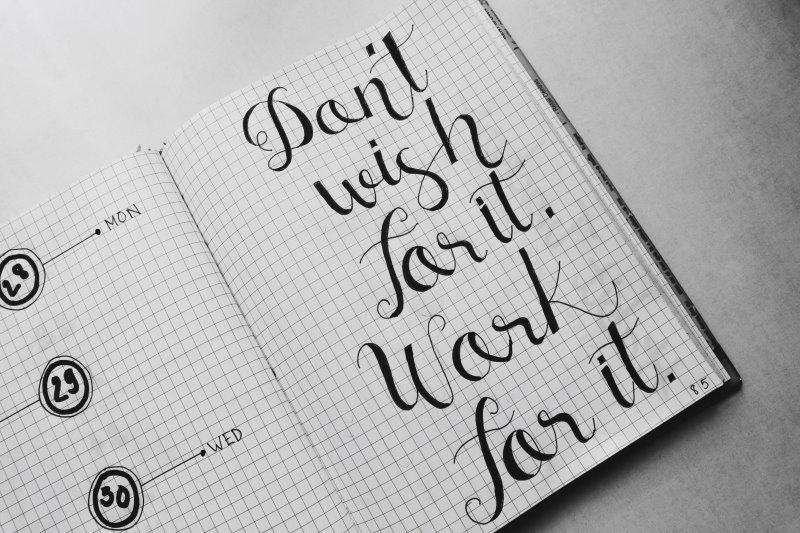 Notizbuch mit Kalligrafieübungen