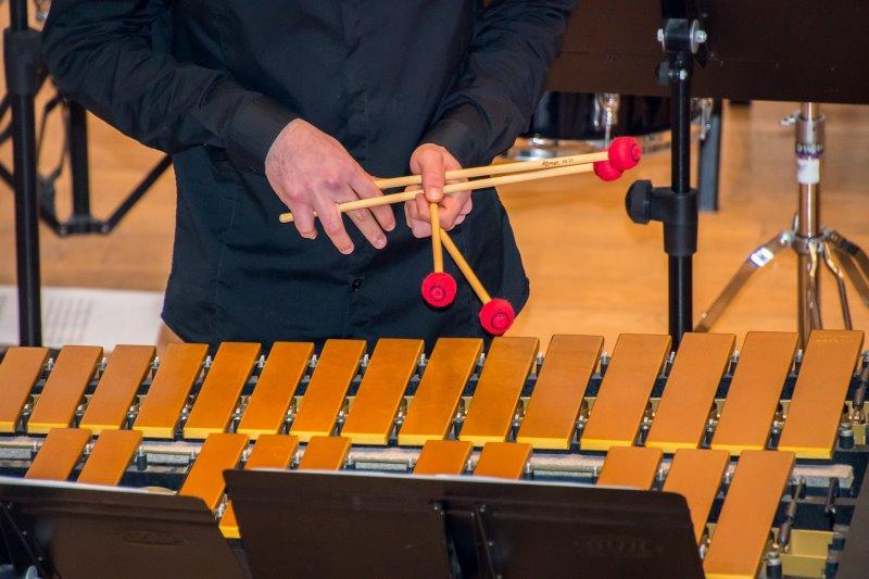 Die Marimba spielen
