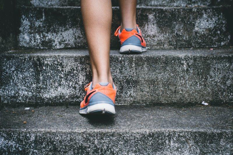 Ausdauertraining zu Muskelstimulationsgeräten