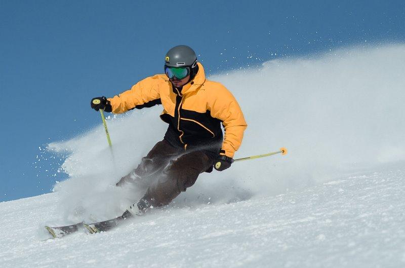 Skifahrer beim Skifahren