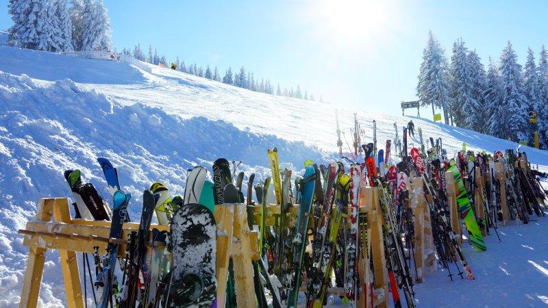 Ski und Snowboards
