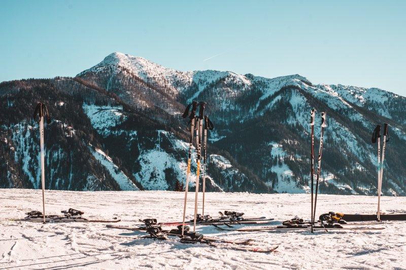 Skiträger Ausrüstung und Ski mitnehmen