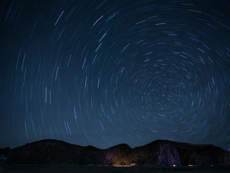Sternenhimmel bei Nacht.