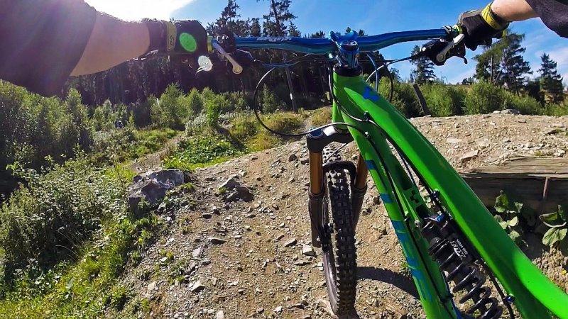 Downhill Lenker für den Trail.