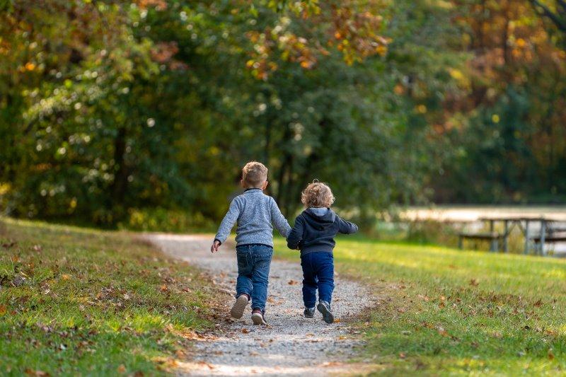 Kinder genießen Bewegung