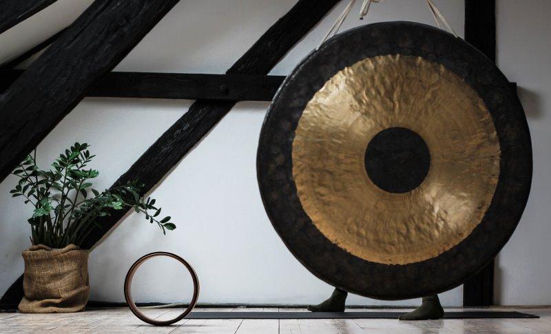Gong Becken in Zimmer