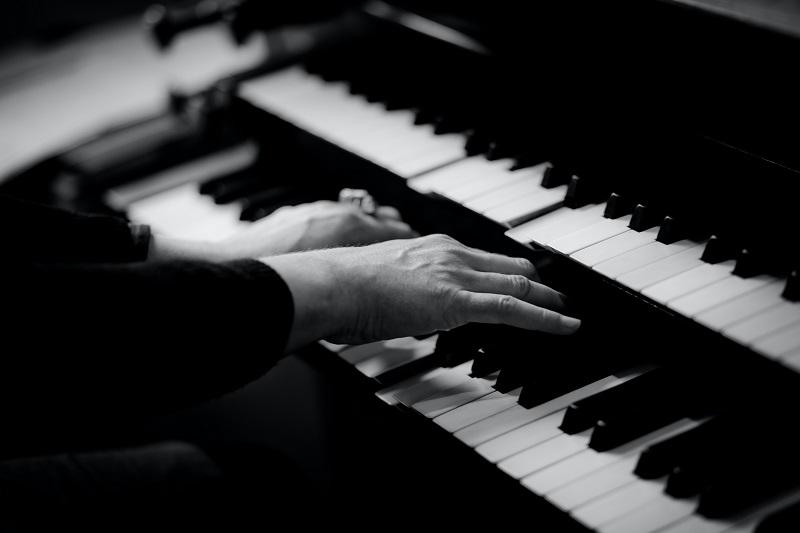 Elektronische Orgel spielen