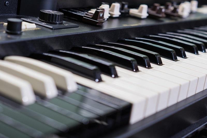 Tastatur einer elektronischen Orgel
