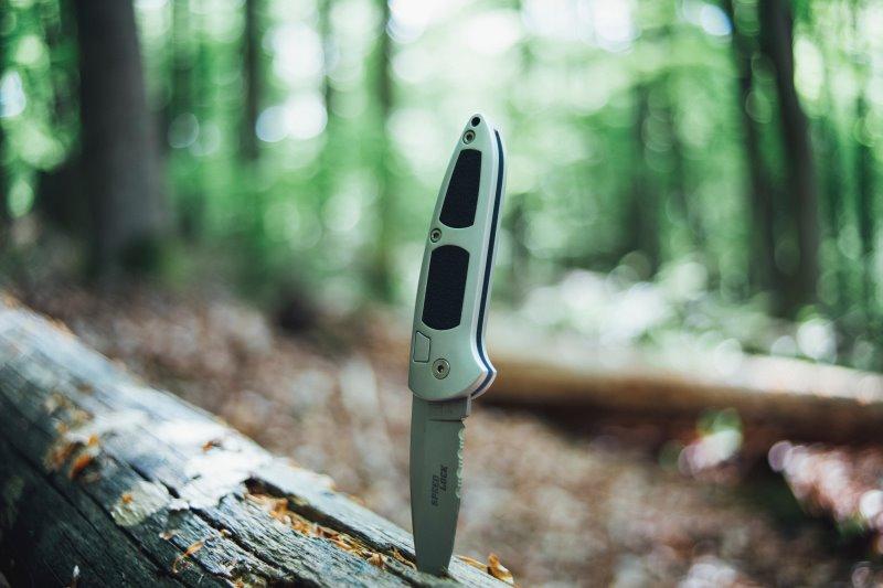 Fahrtenmesser und Campingmesser