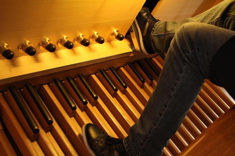 Fußpedale einer E-Orgel