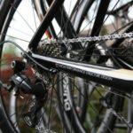 Gepflegtes Rennrad mit sauberer Kette und Schaltwerk
