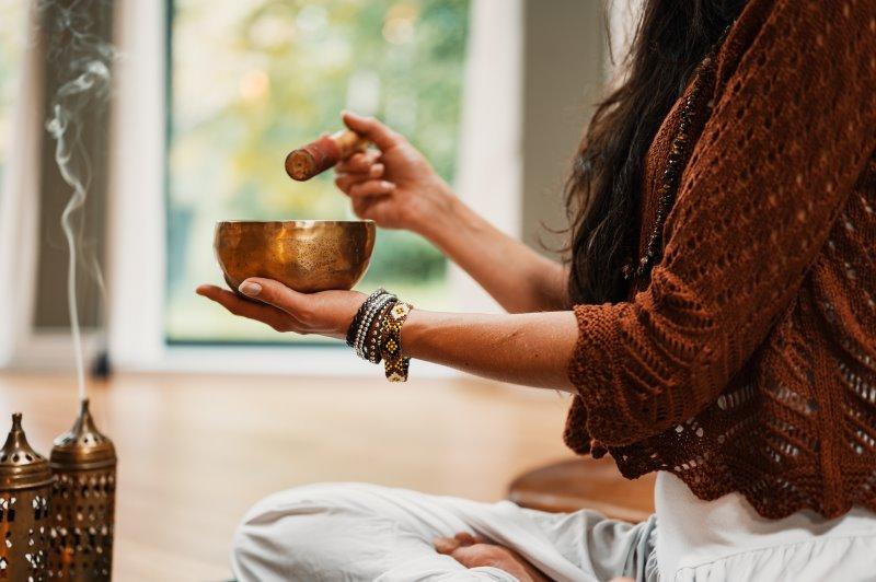Klangschalen bei der Meditation