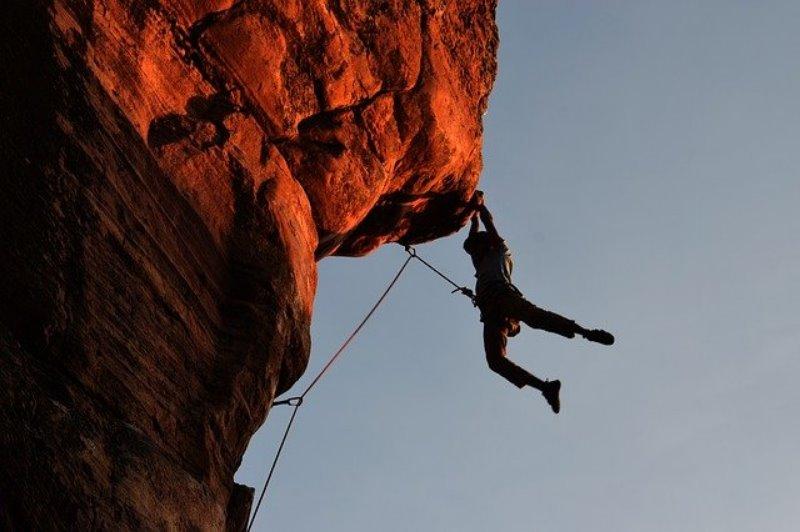 Klettern mit einem Klettersteigset