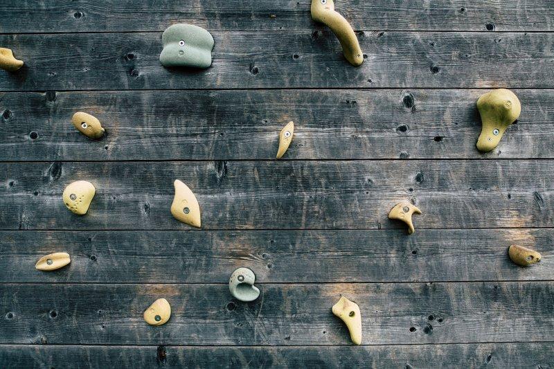 Kletterwand aus Holz für Zuhause