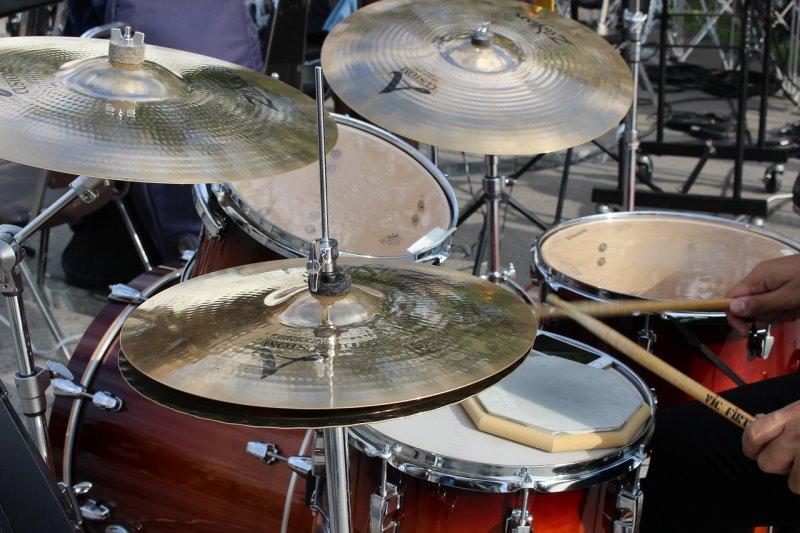 Schlagzeug Becken an einem Drumset