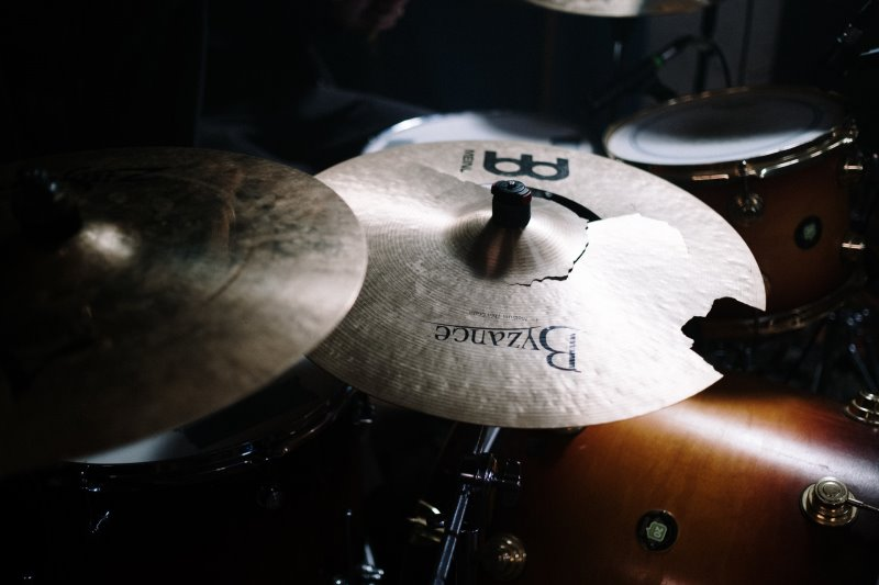Kaputtes Schlagzeug Becken