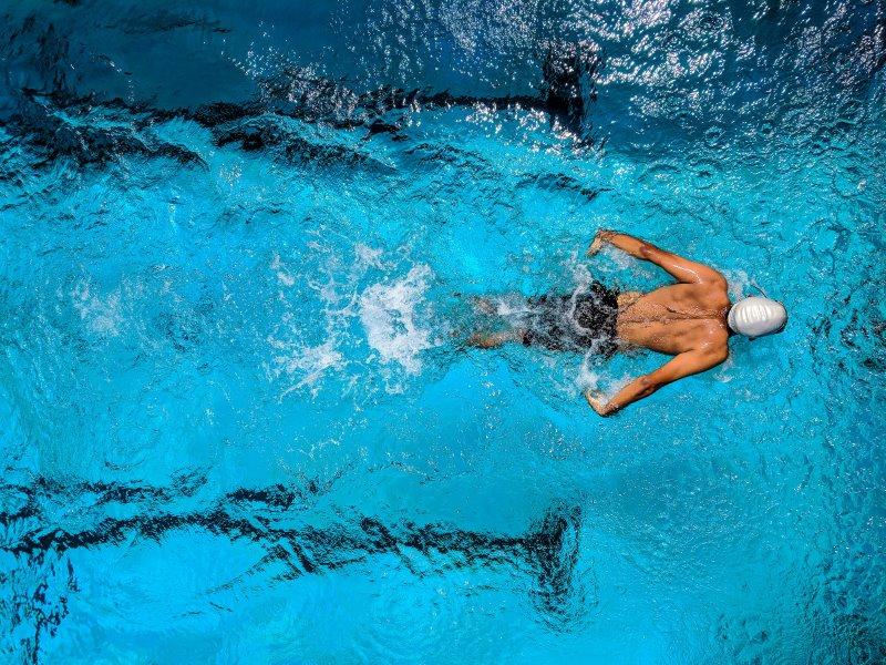 Mangelnde Ausdauer durch schwimmen verbessern.