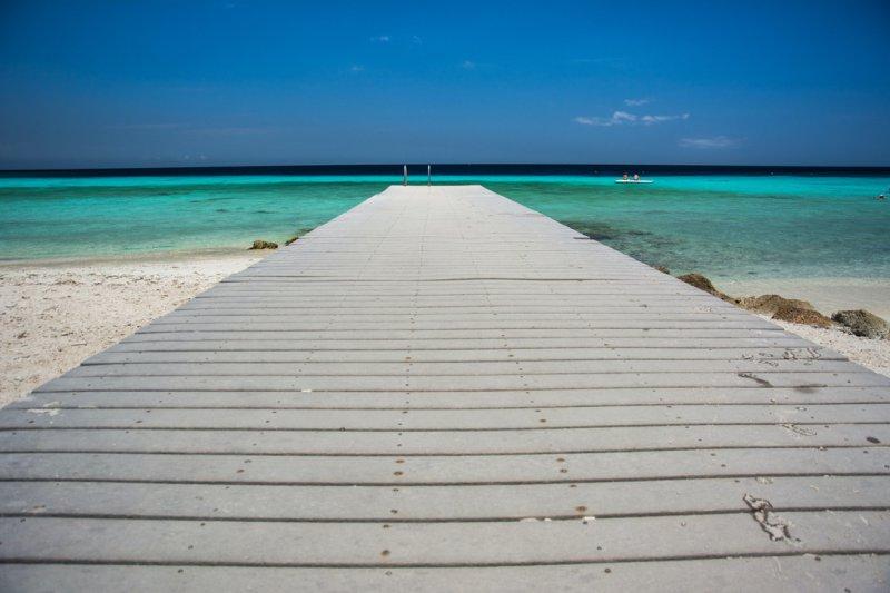 Du kannst entweder den seichten Einstieg ins Wasser über den Strand nutzen oder Du wählst einen Steg oder ein Boot und springst direkt ins Wasser.