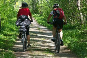 Fahrrad fahrende Menschen