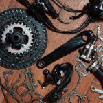 Mithilfe eines Kurbelabziehers demontierte Kurbelgarnitur