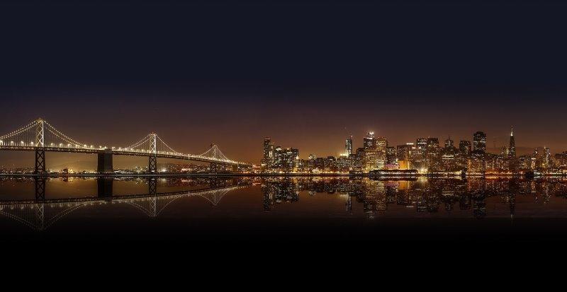 Die Lichtverschmutzung über einer Großstadt verändert den Nachthimmel.