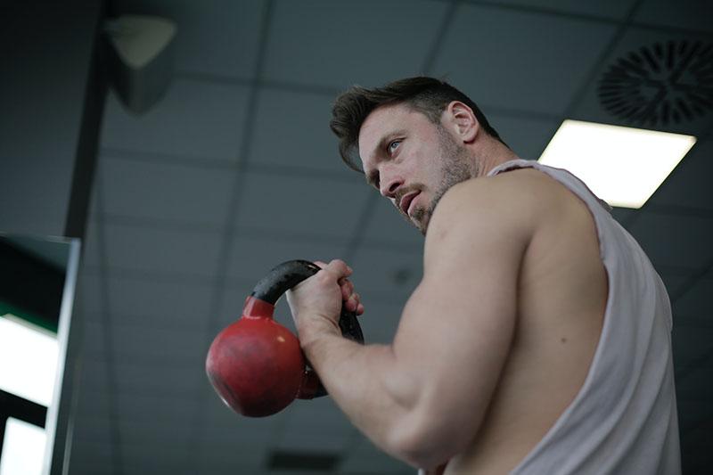 Weight Trainer beim Muskelaufbau im Test