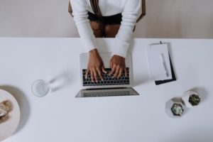 Morgens am Laptop: Guter Start in den Tag